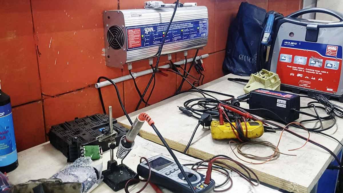 stazione-carica-scuola-studenti-movento-professionale-abilitazione-operatore-meccanico-camera-commercio-officina-sassari-sede